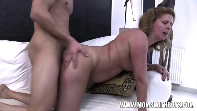 Amateurs Mom Comes.. amateur brunette cumshot