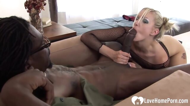 Blonde loves her.. amateur anal big cock