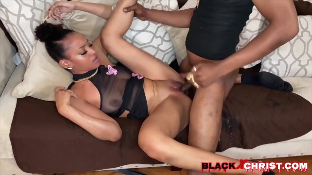 Faster Tempo amateur anal brunette