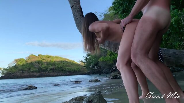 Adventure on a Wild.. amateur anal beach